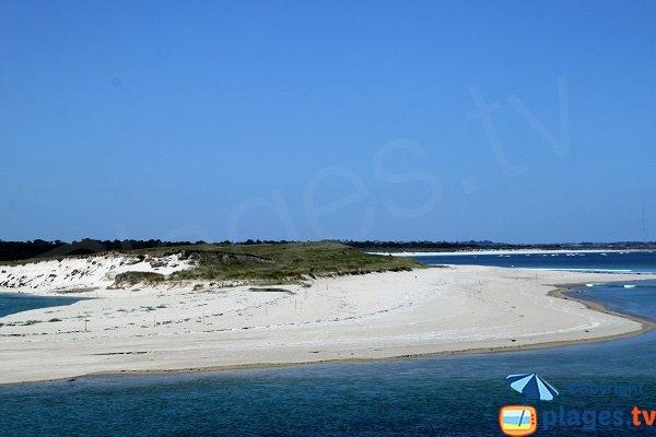 Plage le long des dunes de Keremma vue depuis Plouescat