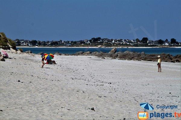 Belle plage à Plounévez-Lochrist