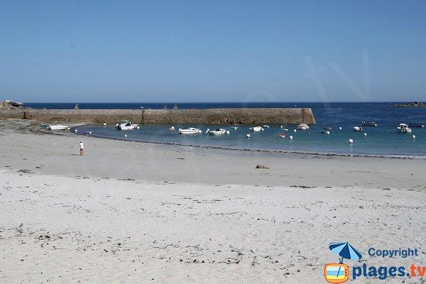 Beach in Kerfissien port in Cléder - Brittany