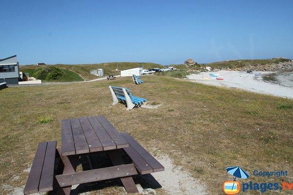 Pique-nique sur la plage de Kerfissien à Cléder