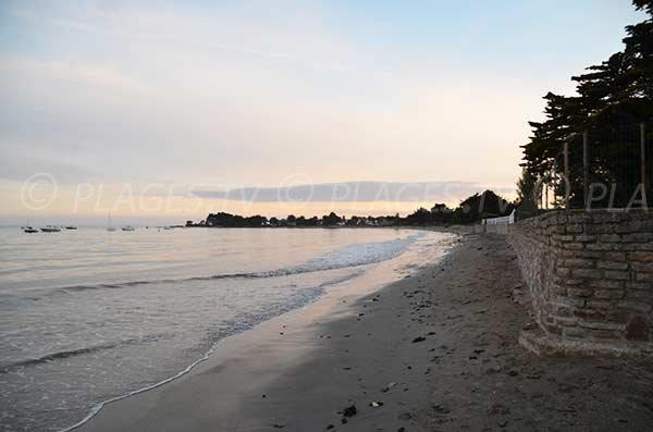 Plage de Kerfontaine avec vue sur la pointe de St Jacques
