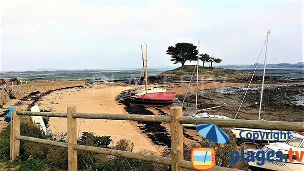 Vue sur l'ilot de Porz-Guyon depuis la plage - Lanmodez