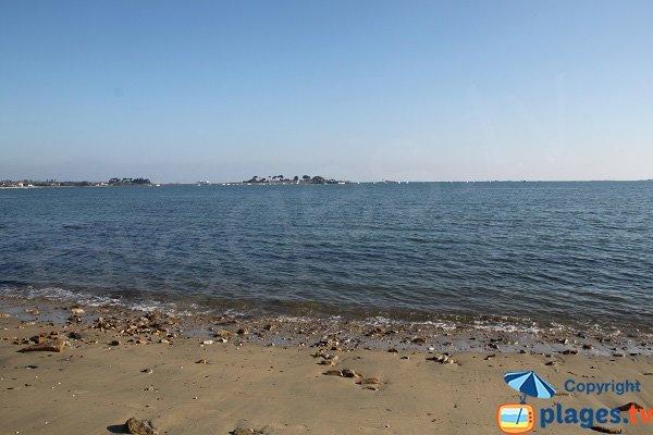 Vue sur la presqu'ile de Ste Anne depuis la plage de Kerigou