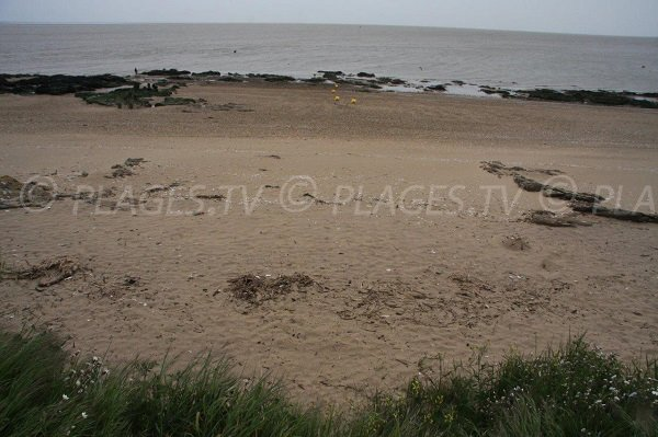 Photo of the beach near the fort of St Nazaire