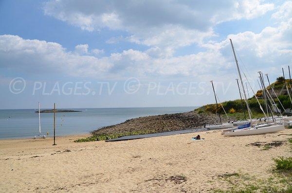 Centre de voile sur la plage de St Philibert (Morbihan)