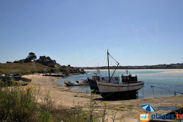 Cimetière à bateaux dans la baie de Kernic - Bretagne