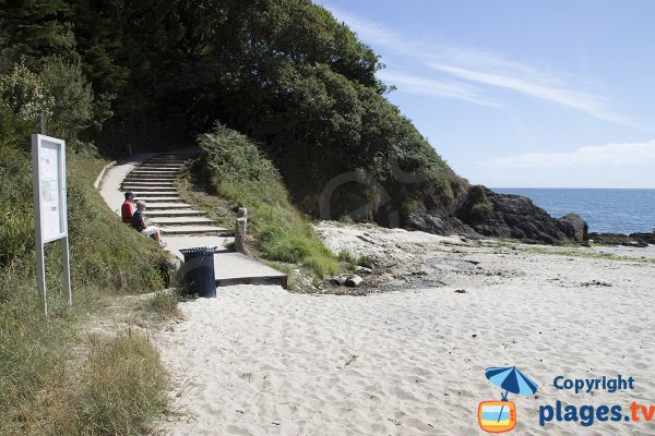 Access to Kernous beach in Concarneau