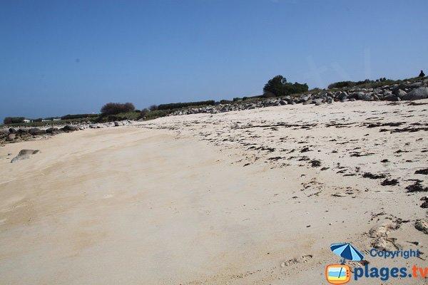 Baignade sur la plage de Kervaliou à Cléder