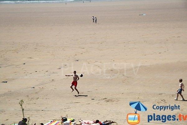 Grande plage de sable à Plonévez-Porzay