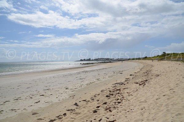 Kervillen beach near Poulbert port in La Trinité