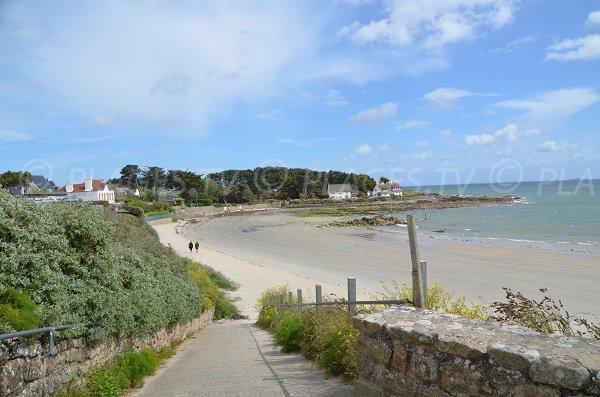 Access to Kervillen beach in Brittany - La Trinite sur Mer