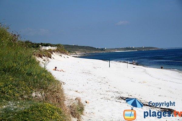 Plage de sable blanc à Plouhinec