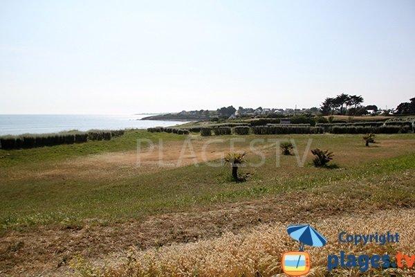 Espace vert à côté de la plage de Kerziny - Plouhinec