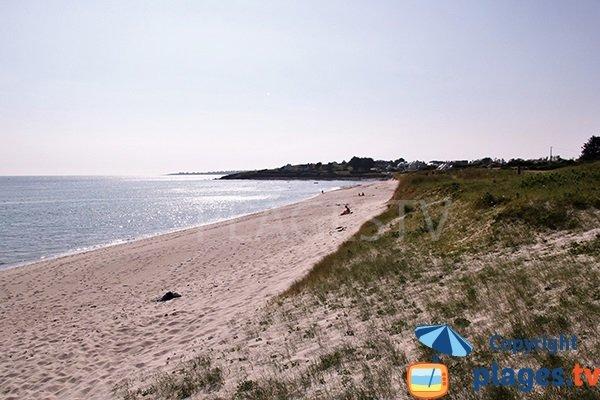Plage de sable à l'entrée de Plouhinec