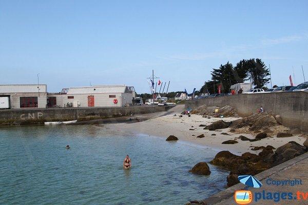 Baignade dans la plage de Korejou Port à Plouguerneau