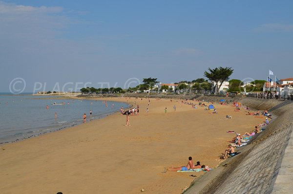 Photo of  La Flotte beach near the Thalassotherapy center