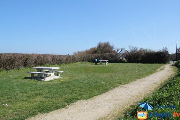 Picnic area in Laber bay in Roscoff