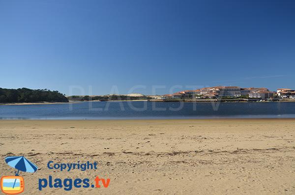Vue sur Souston et Port d'Albret depuis la plage du lac de Vieux Boucau