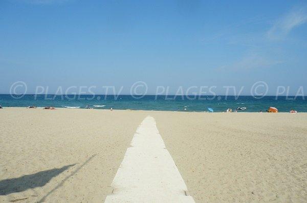Access for disable person - La Lagune  in St Cyprien
