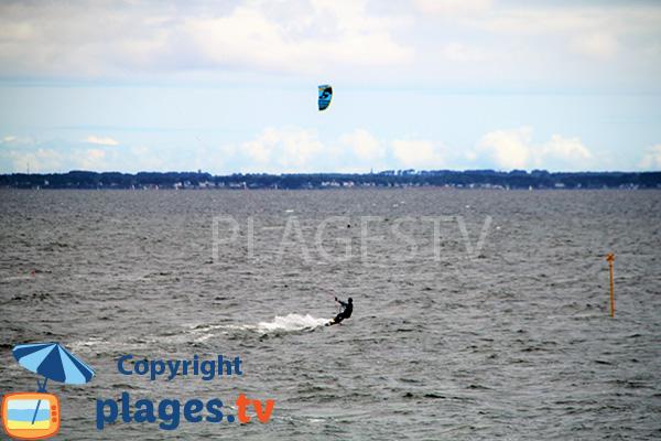 Kitesurf sur la plage de Landrezac