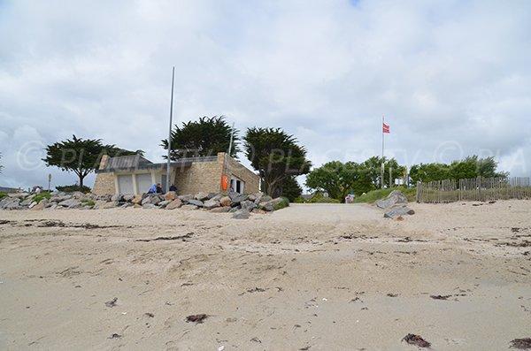 Poste de secours de la plage de Landrezac