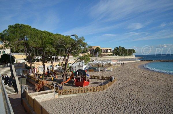 Jardin d'enfant sur la plage Larvotto à Monaco