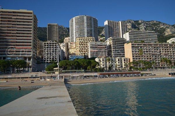 Digue centrale de la plage de Monaco
