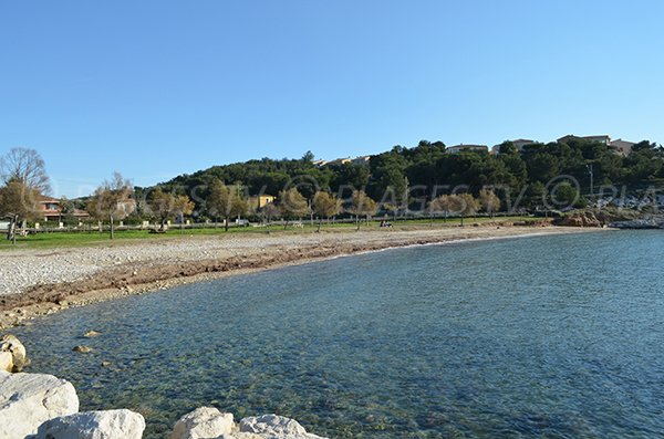 Mix de galets et de sable pour cette plage des Laurons de la Couronne - Martigues