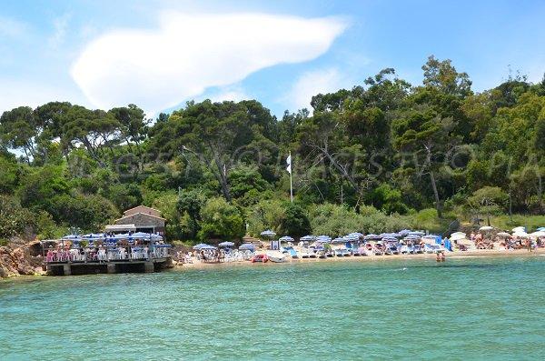 Restaurant chez Jo sur la plage du Layet au Lavandou