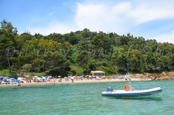 Calanque du Layet vue depuis la mer - Le Lavandou
