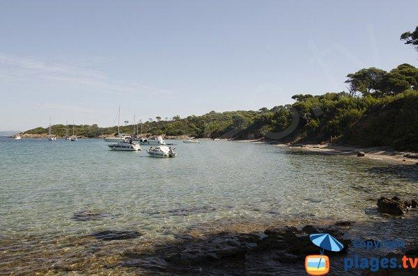 Spiaggia a Porquerolles vicino al porto