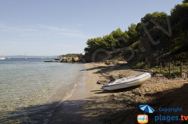 Crique à proximité de la plage de la Courtade