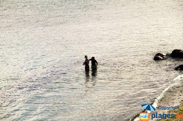 Baignade sur la plage des Garennes - Guissény