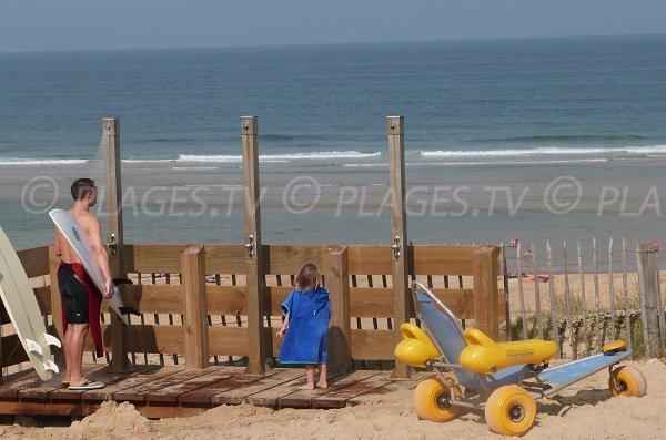 Douche et Tyralo sur la plage de la Lette Blanche - St Girons