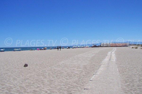 Vue de la plage de Leucate en direction de Port-Leucate