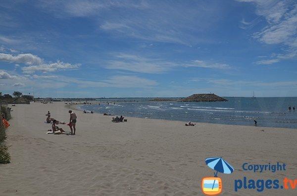 Photo de la plage du Levant en été - La Grande Motte
