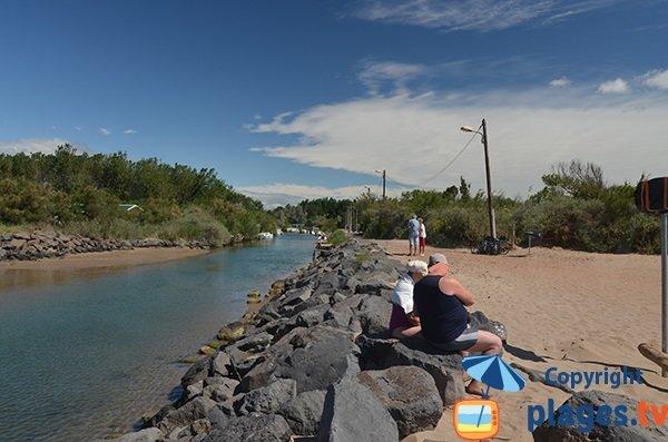 Vue du fleuve Libron depuis la plage de Vias