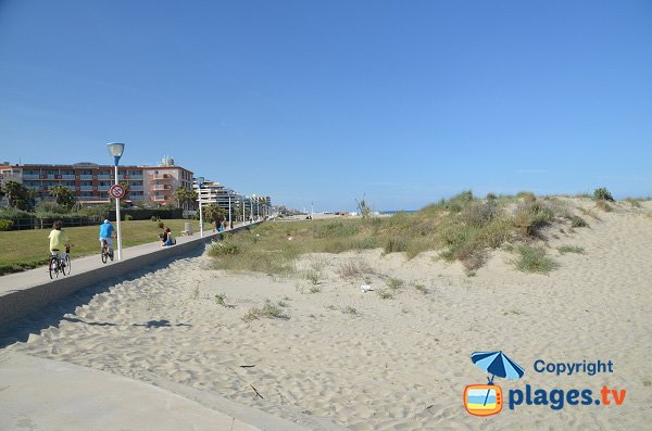 Access to the Lido beach in Canet-en-Roussillon