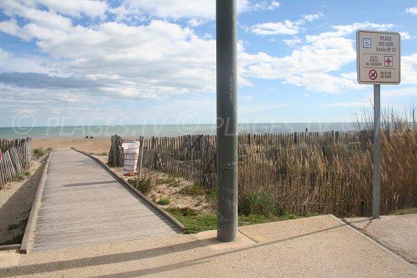 Accès pour les personnes à mobilité réduite sur la plage du Lido à Sète