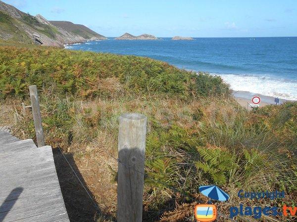 Sentier d'accès à la plage naturiste du Cap Erquy
