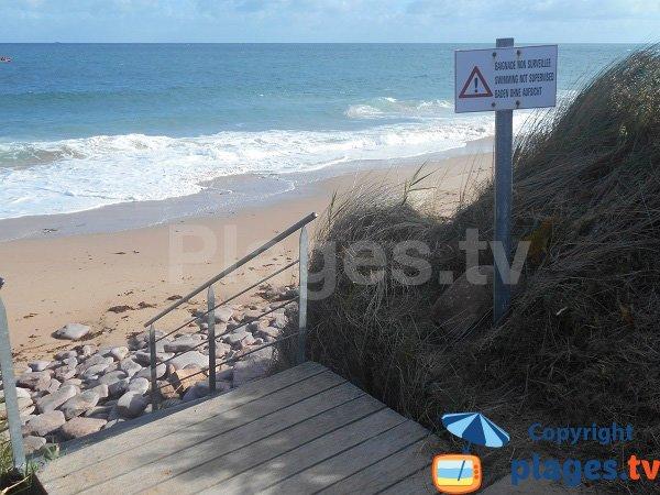 Escaliers pour la plage du Lourtouais - Erquy