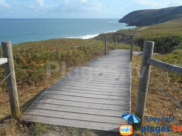 Access to the naturist beach of Erquy