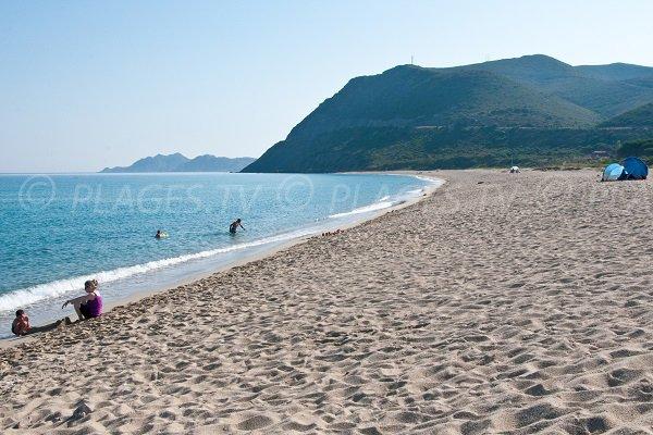 Vue sur le début du désert des Agriates depuis la plage de Lozari - Haute Corse