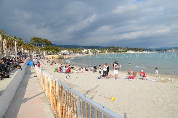 Access to the Lumiere beach of La Ciotat