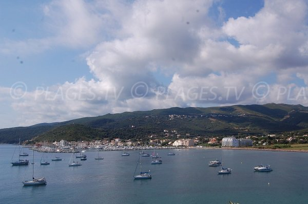 Vue sur la baie de Macinaggio depuis la Punta di a Coscia