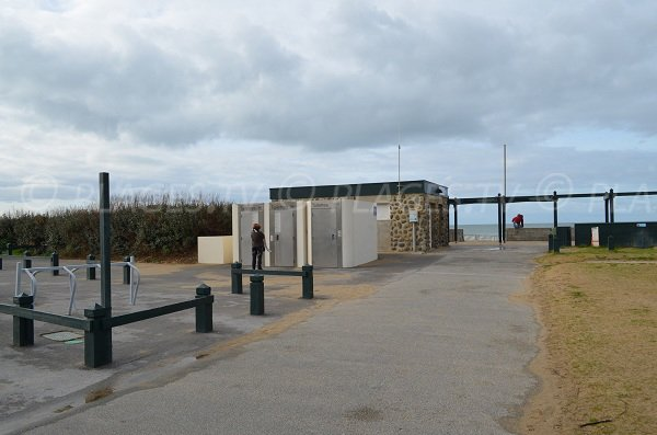 Access to Madrague beach and first aid station