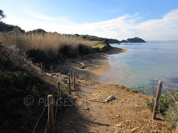 L'accesso alla spiaggia di Madrague a Giens