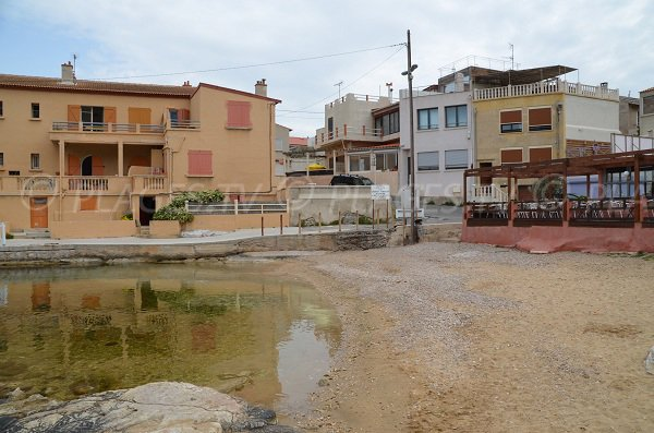 Plage à proximité du port de la Madrague à Marseille