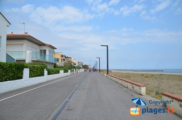 Pedestrian promenade along the beach of Saint-Cyprien
