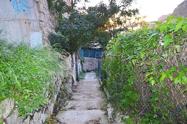Scale di accesso alla spiaggia di Mala